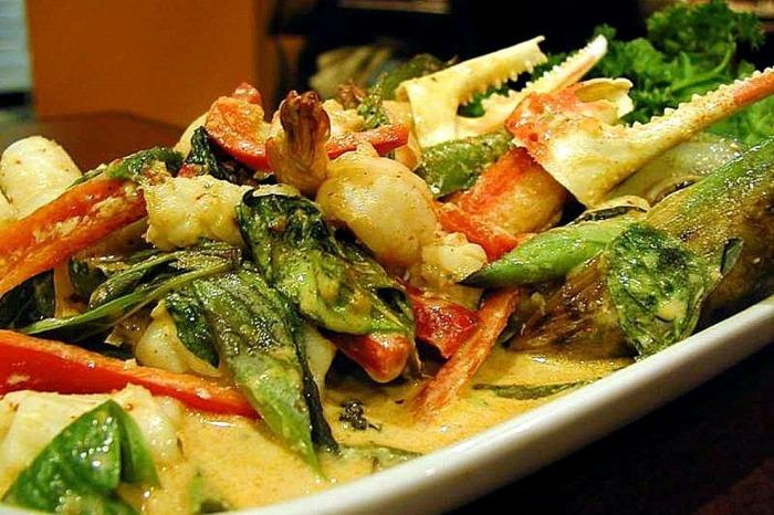 Thai-food-crabs-claws-basil_54_990x660_201404241259